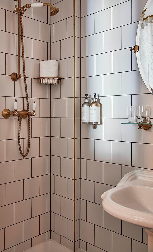 Max-Brown-Midtown-Bathroom